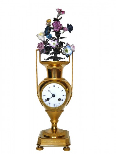 Bronze and porcelain pendulum clock vase of Directoire Period