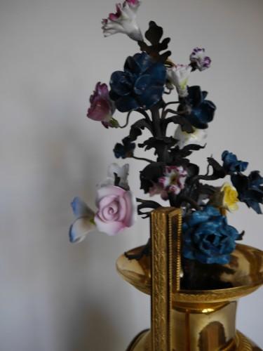 Bronze and porcelain pendulum clock vase of Directoire Period -