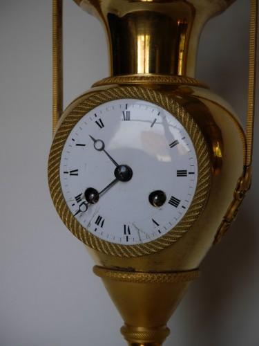 Antiquités - Bronze and porcelain pendulum clock vase of Directoire Period