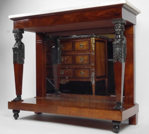 19th century - An Empire console in mahogany, beginning of the 19th century