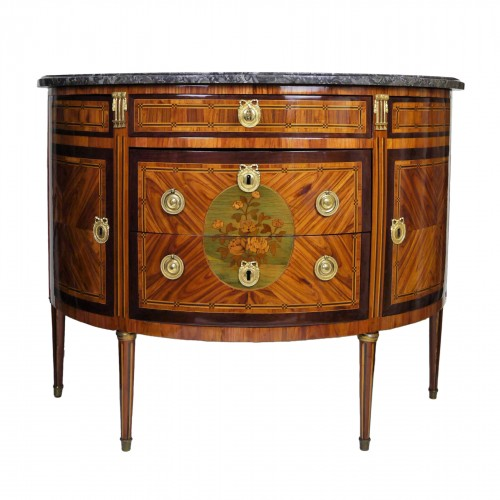 Commode demi-lune estampillée de Vassou