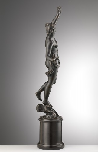 17th century - A bronze of a standing female nude