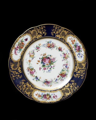 Porcelain & Faience  - A set of eight Russian Imperial Porcelain dishes