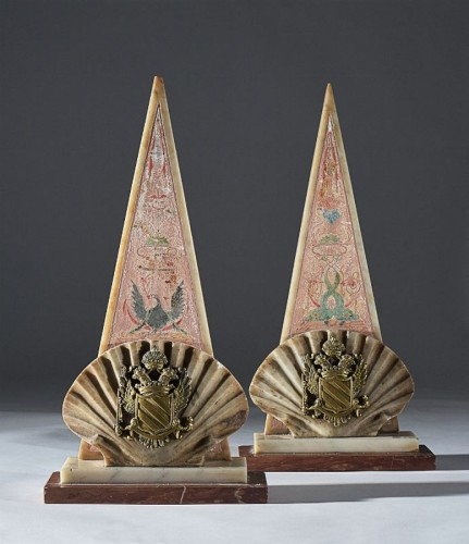 Sculpture  - Pair of Louis XIV friezes in the form of a stylized pyramid