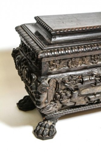 Furniture  - Italian Renaissance walnut cassone