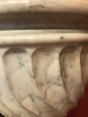 Decorative Objects  - Pair of Carrara marble vases
