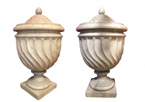 19th century - Pair of Carrara marble vases