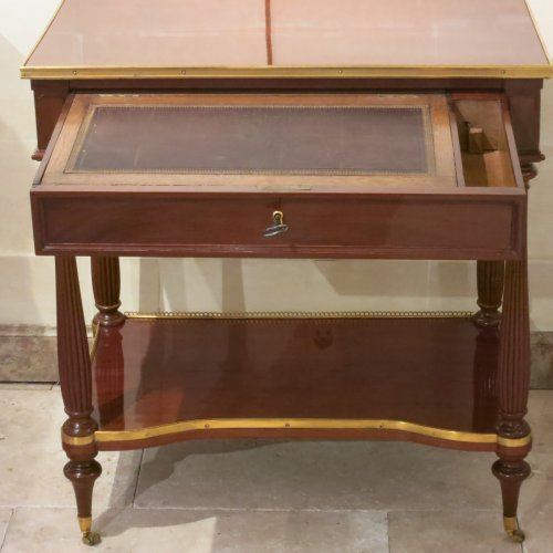 A french louis XVI Center table in mahogany stanped Pierre Harry MEWESEN - Furniture Style Louis XVI