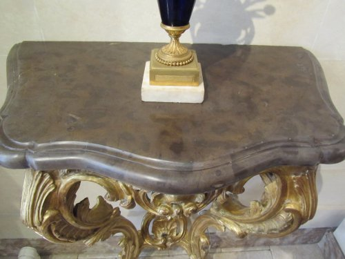 A pair of Louis XV giltwood console tables - Furniture Style Louis XV