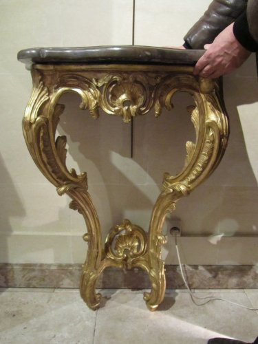 Antiquités - A pair of Louis XV giltwood console tables