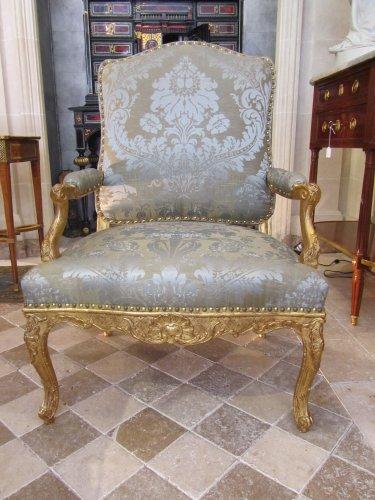 A pair of Regence giltwood fauteuils à la Reine
