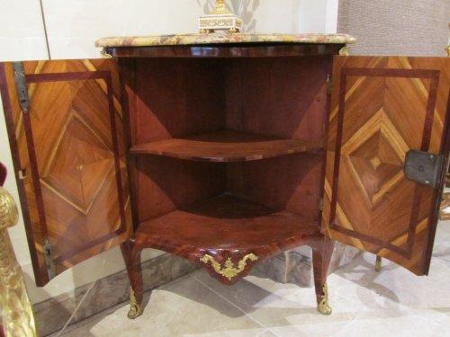 A pair of Louis XV encoignures - Furniture Style Louis XV