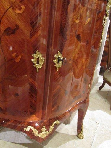 Antiquités - A pair of Louis XV encoignures