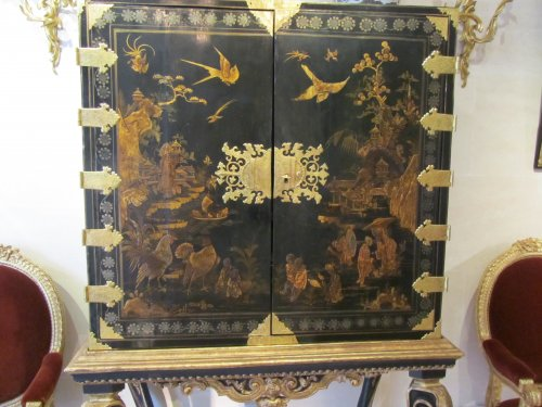 - European lacquer cabinet-on-stand 18th century