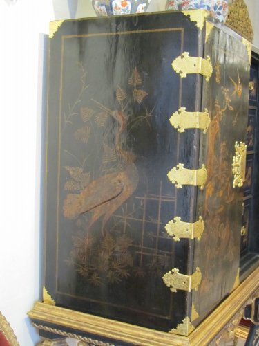 Antiquités - European lacquer cabinet-on-stand 18th century