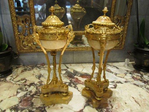 """Antiquités - A pair Louis XVI """" Pots Pourris """" cassolettes"""