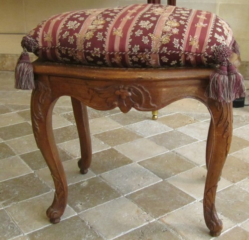 A pair of Louis XV beechwood  Parisian stools . - Seating Style Louis XV