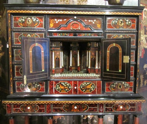 Louis XIV period cabinet with jasmine flowers - Furniture Style Louis XIV