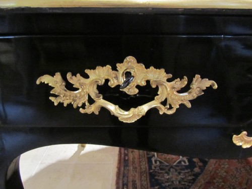 18th century - A fine Louis XV ormulu mounted blackned pear-wood bureau plat