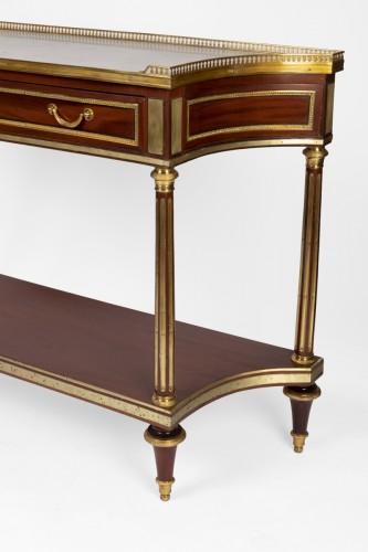 Furniture  - A pair of Louis XVI mahogany consoles dessertes