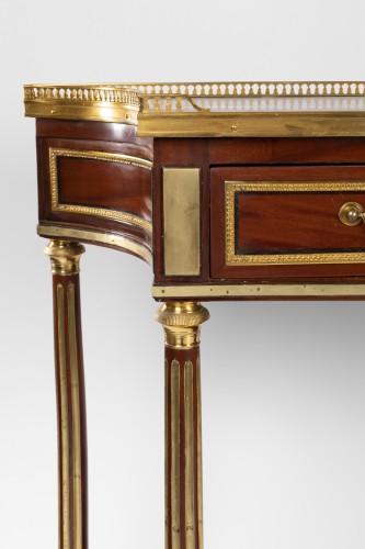 18th century - A pair of Louis XVI mahogany consoles dessertes