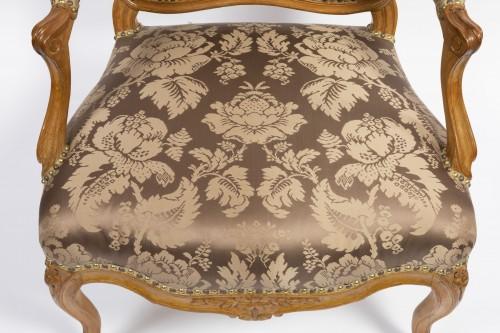 Louis XV - A set of four Louis XV  fauteuils à la Reine stamped Henri Amand