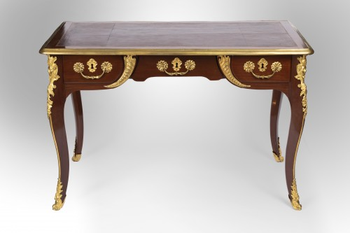 A Regence ormolu-mounted Amaranth Bureau Plat - Furniture Style French Regence