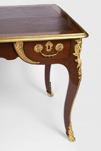 Furniture  - A Regence ormolu-mounted Amaranth Bureau Plat