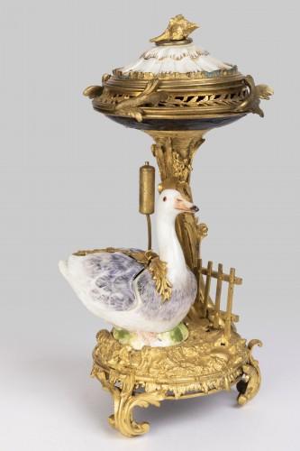 Pot-Pourri ,porcelaine et bronze , XVIIIème Siècle . -