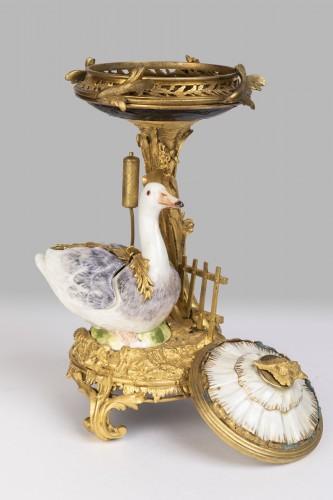 18th century - Pot-Pourri ,porcelaine et bronze , XVIIIème Siècle .