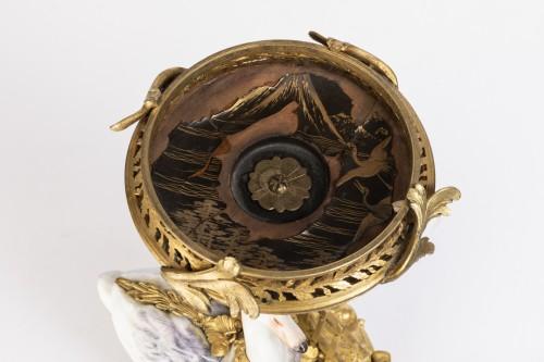 Antiquités - Pot-Pourri ,porcelaine et bronze , XVIIIème Siècle .