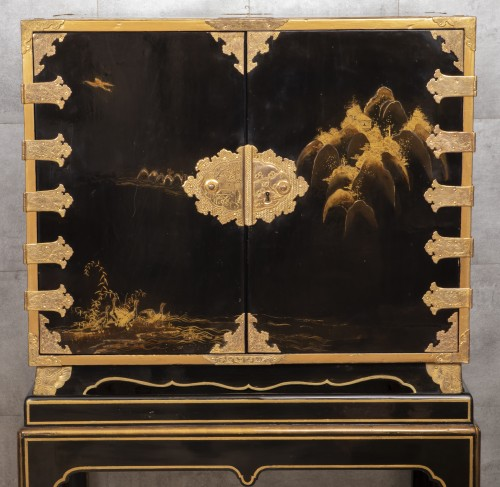 A Japon ormolu Lacquered Cabinet Japan Edo Period 17Th Century - Furniture Style Louis XIV