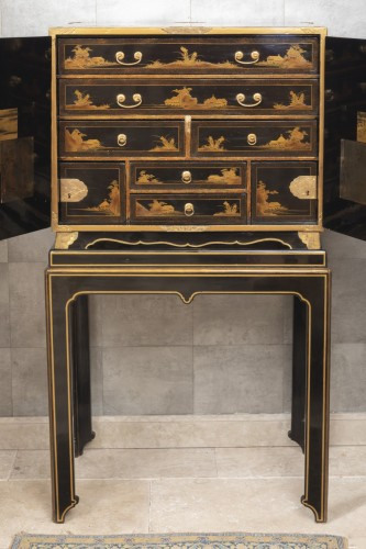 17th century - A Japon ormolu Lacquered Cabinet Japan Edo Period 17Th Century