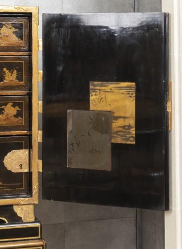 A Japon ormolu Lacquered Cabinet Japan Edo Period 17Th Century - Louis XIV