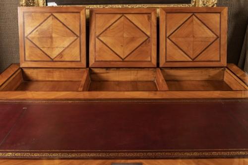 A Louis XIV Table de Changeur  -