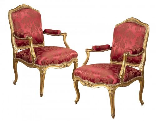A fine Pair of Louis XV giltwood Fauteuils à La Reine