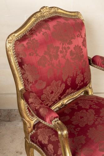 Seating  - A fine Pair of Louis XV giltwood Fauteuils à La Reine