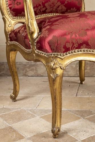 A fine Pair of Louis XV giltwood Fauteuils à La Reine -