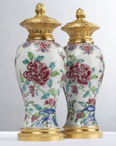 Pair of 18th century Chinese porcelain vases - Porcelain & Faience Style Louis XV