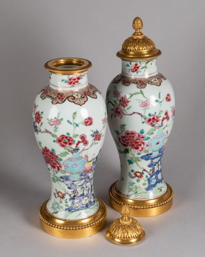Pair of porcelain vases China, Qianlong period - Transition
