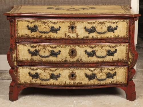 A polychrome-decorated Lacca Povera Commode 18TH century - Furniture Style French Regence
