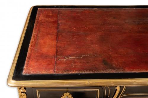 Antiquités - A Regence ormolu-mounted and brass-strung Bureau Plat