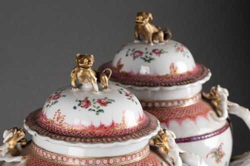 Porcelain & Faience  - A Pair of Chinese porcelain Covered Vases