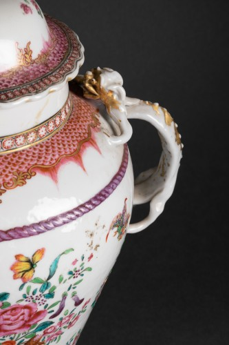 Louis XV - A Pair of Chinese porcelain Covered Vases