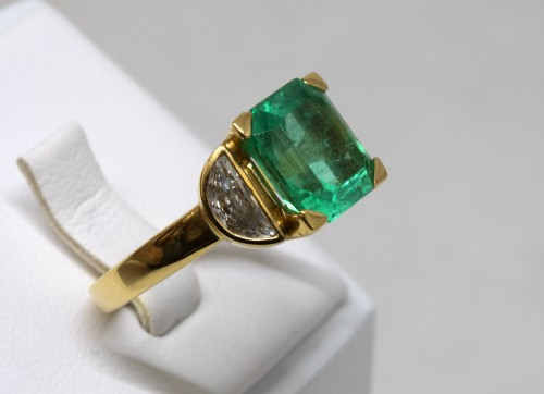 Emerald Ring - Antique Jewellery Style