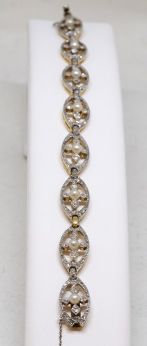 Bracelet in gold, platinum, diamonds and pearls -