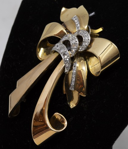 Antique Jewellery  - 18K gold and diamonds knot brooch