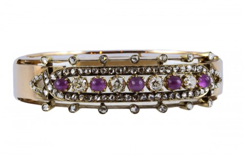 Bracelet en or rose serti de rubis et diamants