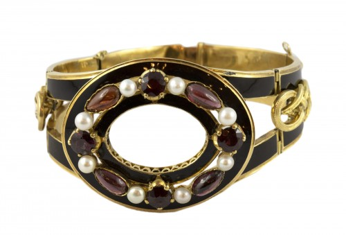 Napoleon III bracelet in 18K gold and black enamel