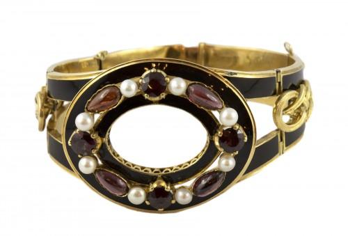 Napoleon III bracelet in 18K gold and black enamel